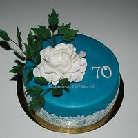 Blue white cake wit lace