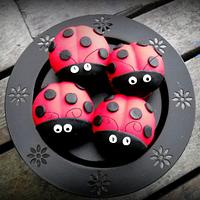 ladybug cupcakes by cheeky monkey cakes