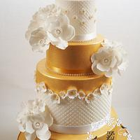 gold cup and saucer primose flowers cake