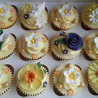 Easter Cupcakes :) by Elaine's Cheerful Colourful Cupcakes