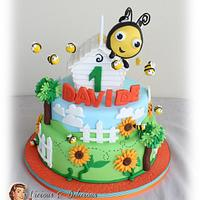Buzzbee - The hive cake & biscuits
