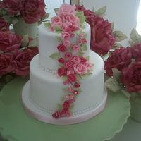 Rambling rose vintage cake