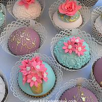 Antique themed cupcakes