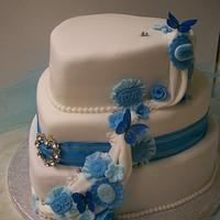 ruffles and flower wedding cake