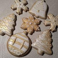 White and gold Christmas cookies