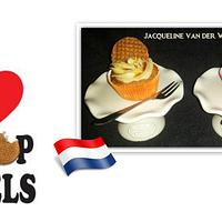 """a typical Dutch treat ... """"Stroopwafels"""" but now merged into cupcakes"""
