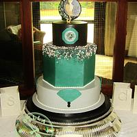 Deco inspired emerald cake with cat!