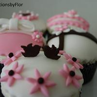Cupcakes by SweetCreationsbyFlor