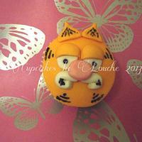 Garfield the cat cupcake