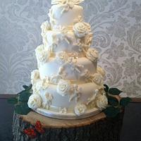 Whit Chocolate Cherub and Rose Wedding Cake
