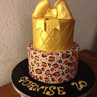 Gold and tijger print cake