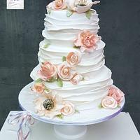 Ruffles and roses weddingcake