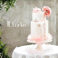 Gorgeous blush weddingcake