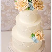 Sugar roses & hydrangeas by Bakermama