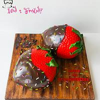 Sculpted strawberries Cake!