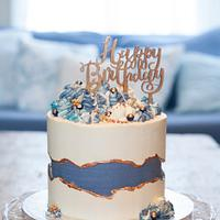 Fault line cake with blues and golds