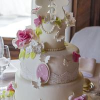 mice and roses wedding cake