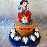 Snow white cake by Arty cakes