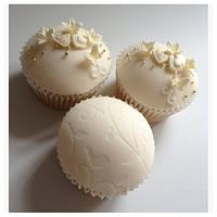 vintage bird cupcakes  by Victoria's Cakes