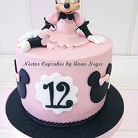 Minnie fondant cake by nectarcupcakes