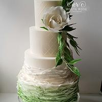 Pantone Colour of the Year 2017 Greenery Inspired Wedding Cake