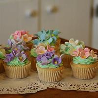 Hydrangea Cup Cakes