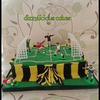 football pitch cake by Dizzylicious