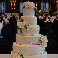 The Classic White Rose Wedding Cake