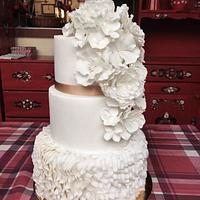 White flowers ruffel cake