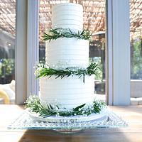 Elegant buttercream ridge by Lulubelle's Bakes