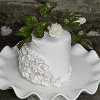 A mini cake in white
