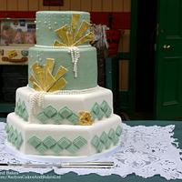 Art deco cake in green and gold