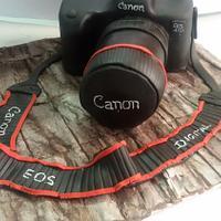 A canon camera cake