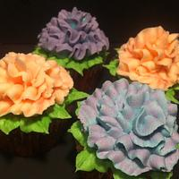 Flower cupcakes and cake by Nikki Belleperche