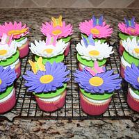 Daisy & butterfly cupcakes