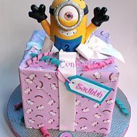 Minion gift cake