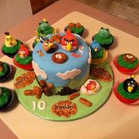 Angry Bird's Cake and Cupcakes