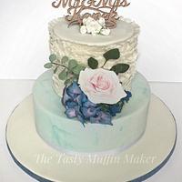 Vintage style ruffle wedding cake