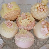 Pastel floral & pearl cupcakes by Sugar-pie