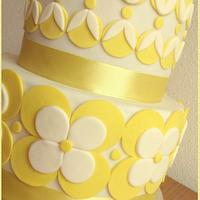 white and yellow flower cake
