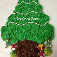 Christmas Tree Pull-Apart Cupcake Cake