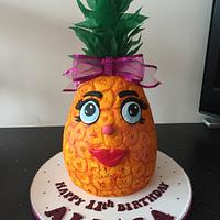 Pineapple face cake