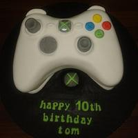 xbox controller cake by Lou Lou's Cakes