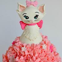Marie, the Aristocat, Giant Cupcake