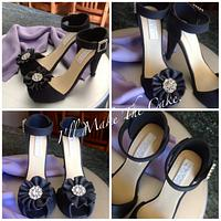 High heel shoe and scarf cake topper.