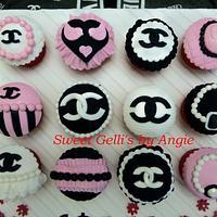 Chanel Vintage Cupcakes