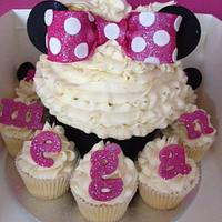 Minnie Mouse Giant Cupcake by Cupcaketastic