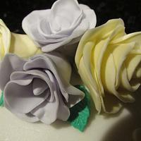 Ladies birthday flower cake by Hellocupcake