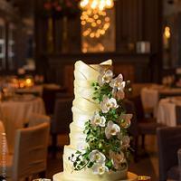 Gaudí cascade Orchid Wedding cake