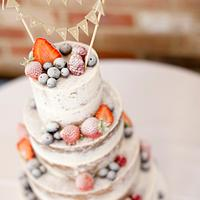Semi-naked cake with fresh fruit